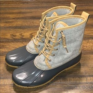 G.H. Bass & Co. Harlequin Lace-Up Duck Boot